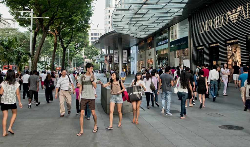 A agitada Orchard Road, em Cingapura, com suas lojas de grife