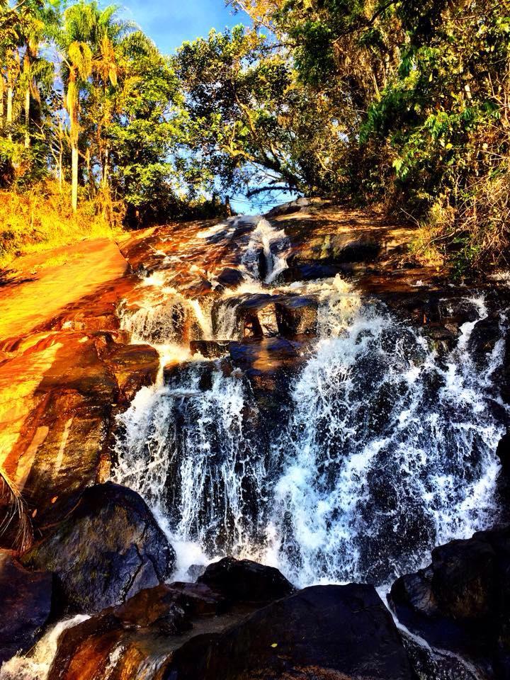 A Cachoeira do Roncador colada na pousada homônima / Divulgação
