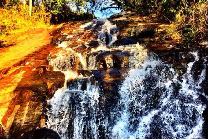 a-cachoeira-do-roncador-colada-na-pousada-hom%c3%b4nima-divulga%c3%a7%c3%a3o
