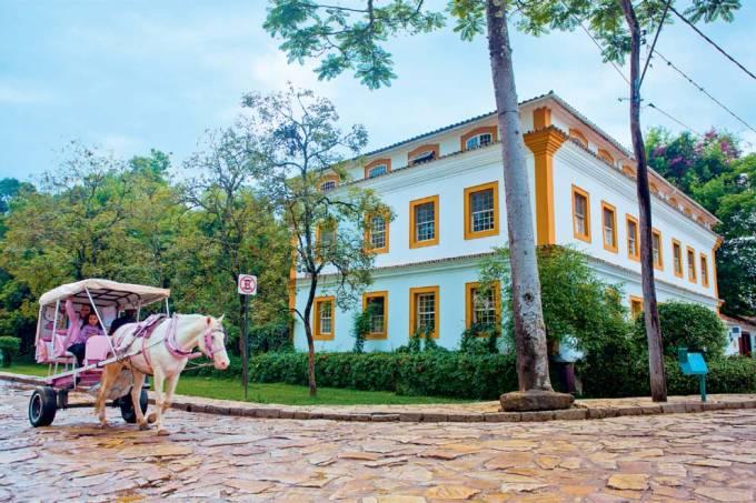 A charrete leva as princesas, Tiradentes, Minas Gerais, Brasil