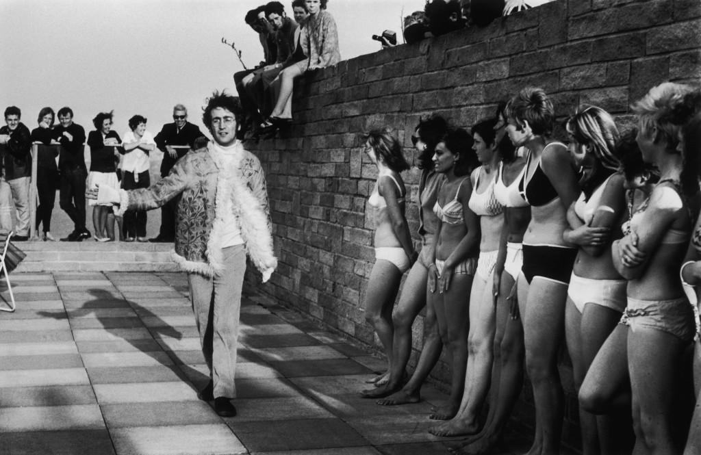 A filmagem no Atlantic Hotel, em Newquay, Inglaterra / Hulton Archive/Getty Images