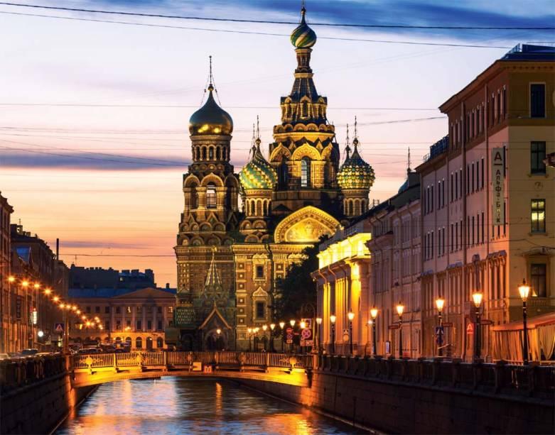 A Catedral do Sangue Derramado às margens do rio Griboedov