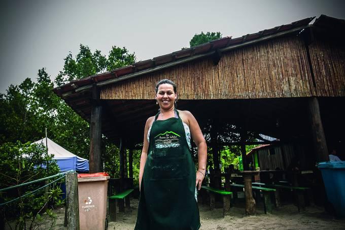 Noeli é guia ambiental e ainda trabalha no bar da família / Lucas Lima