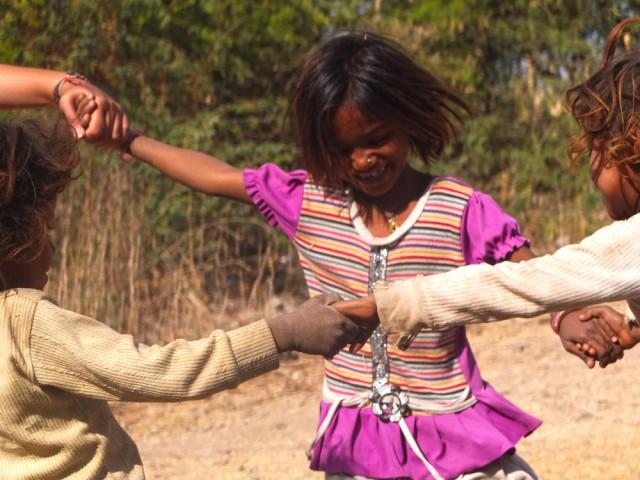 A pureza de uma ciranda de crianças na Índia