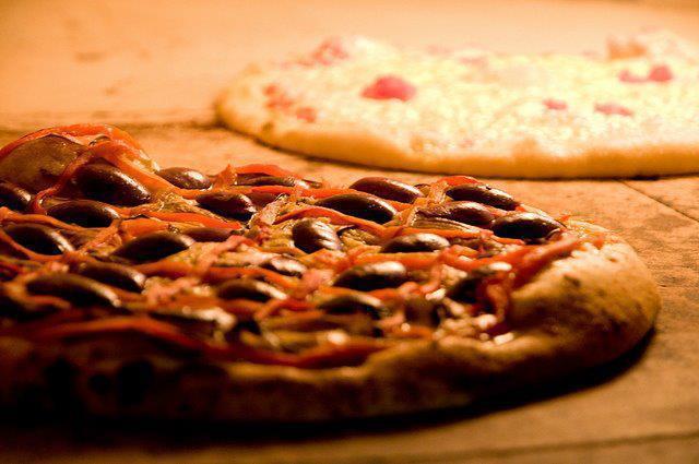 A redonda da A Tal da Pizza é deglutida sem talher / Divulgação