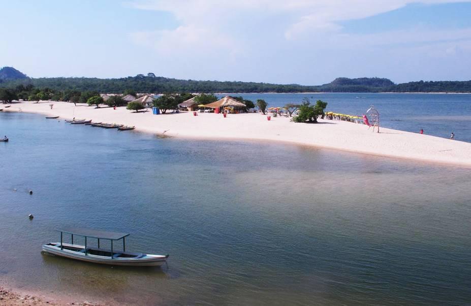 O melhor período para visitar a região é entre agosto e janeiro, quando a seca forma bancos de areia e deixa as praias de Alter do Chão à mostra