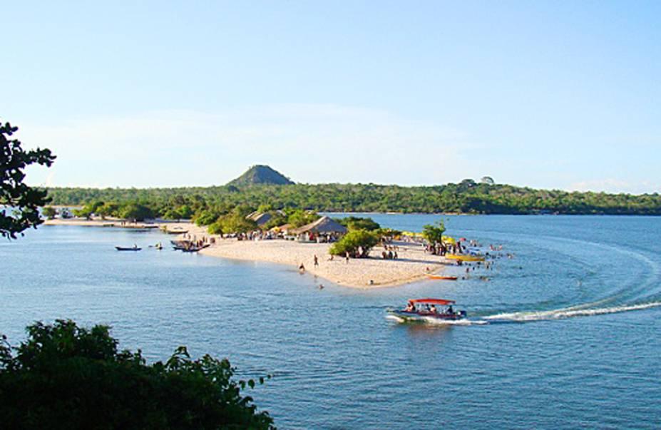 Em Alter do Chão, uma das atrações é o passeio de barco para ver o encontro das águas dos rios Tapajós e Amazonas