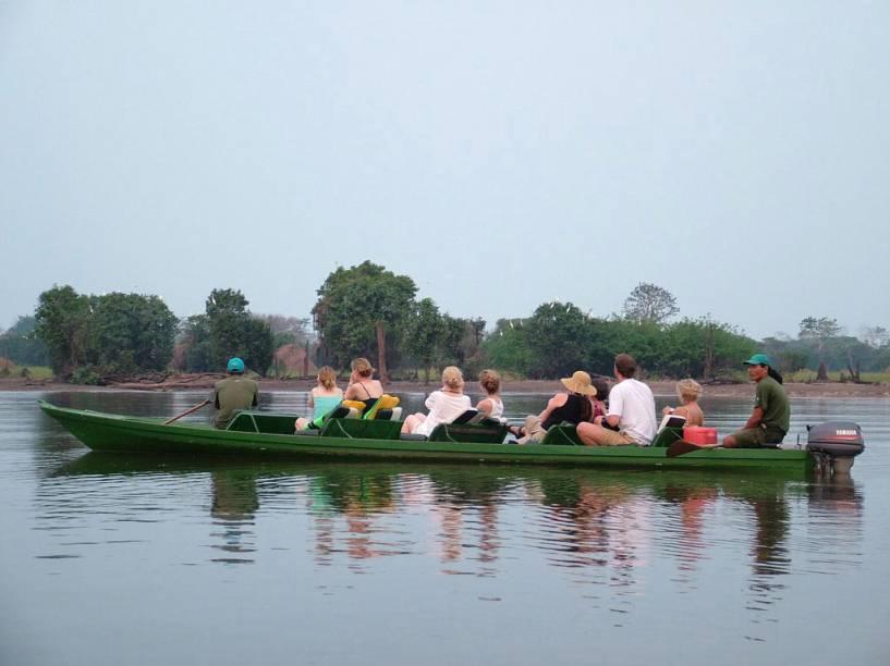 Passeio da Pousada Flutuante Uacari, na Reserva de Desenvolvimento Sustentável Mamirauá, no Rio Solimões em Tefé, Amazonas