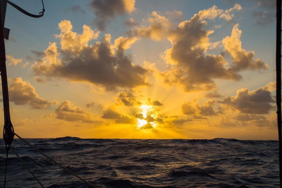 E assim começa outro dia, cruzando o Oceano Índico.