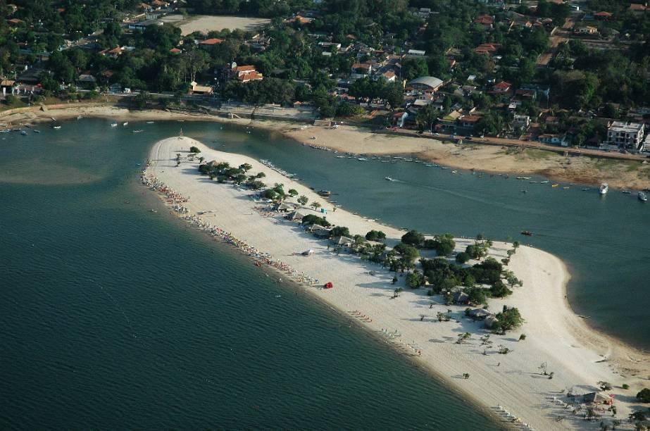 A 38 quilômetros a oeste de Santarém, Alter do Chão, no Pará, ganhou reconhecimento internacional em 2009, quando o jornal inglês <em>The Guardian</em> a colocou entre as dez mais belas praias do Brasil