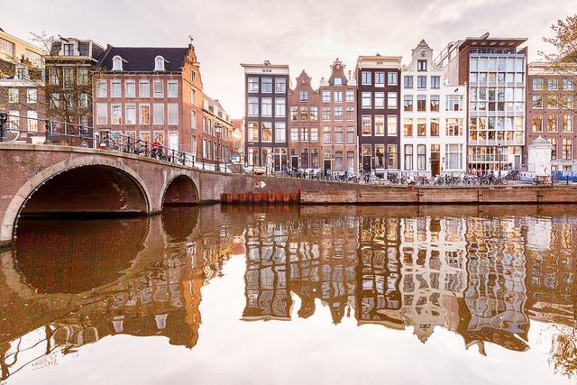 De bicicleta, a pé ou em barquinho, com seu amor em Amsterdã, o que acha? Foto: Loic Lagarde