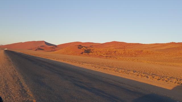 A estrada asfaltada (com visual espetacular) que leva até lá