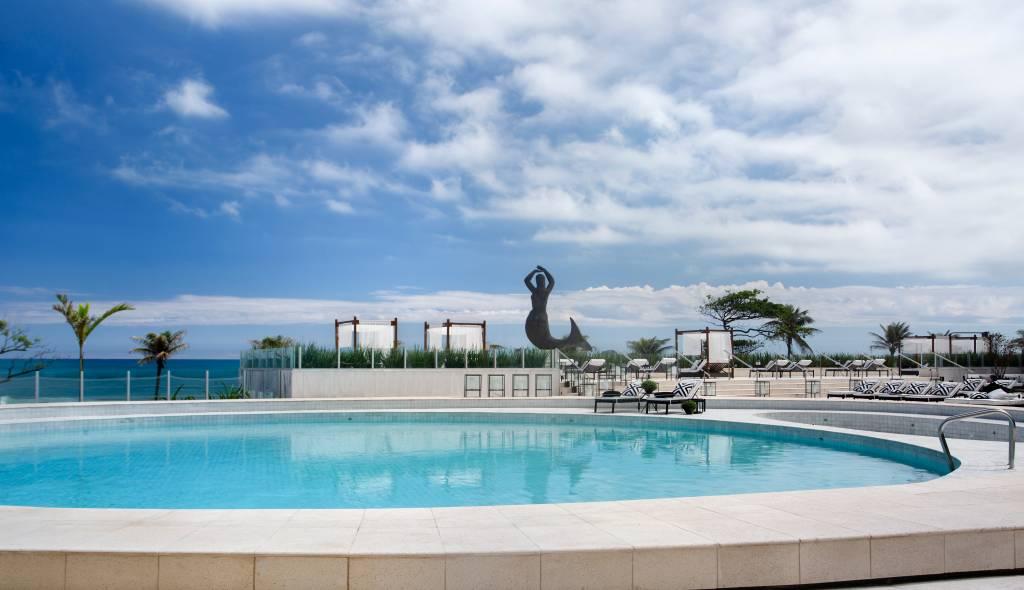 Área da piscina no Hotel Nacional, no Rio de Janeiro (RJ)