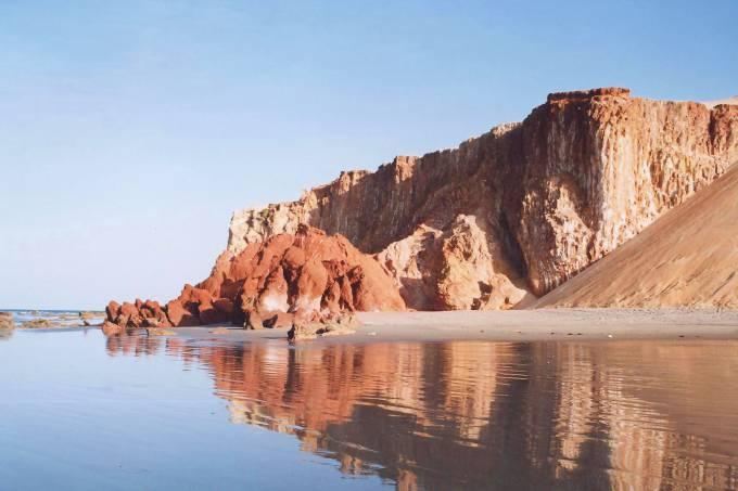 areias-coloridas-na-praia-de-ponta-grossa-na-cidade-de-icapui-ceara.jpeg