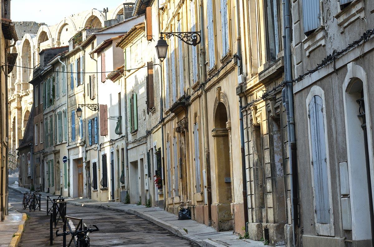 Ruela da cidade de Arles, no sul da França