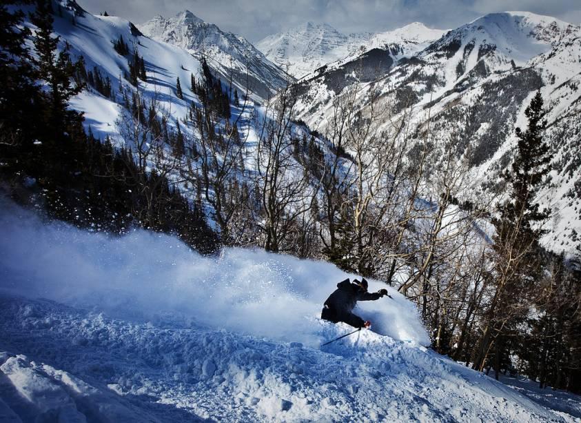 Localizada a 350 km de Denver, capital do Colorado, o resort de esqui vêm crescendo em popularidade com os brasileiros. As Aspen Highlands, uma das quatro estações do local, conta com 5 lifts, 118 trilhas e 1100 metros de elevação