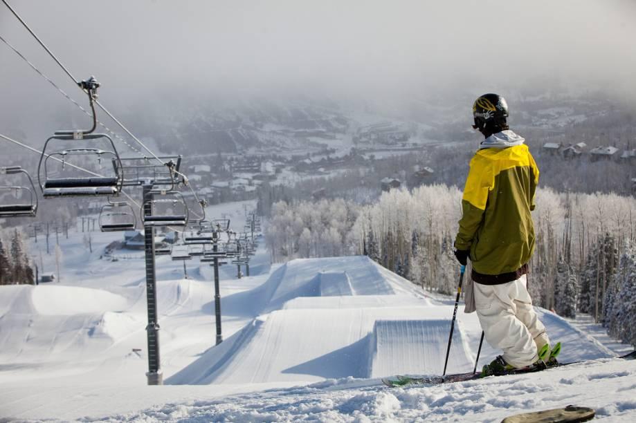 Rampas de esqui estão entre as marcas registradas do resort