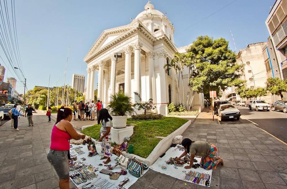 O Panteão Nacional dos Heróis fica no meio da praça central da cidade, e faz uma homenagem aos soldados que já lutaram para defender o país