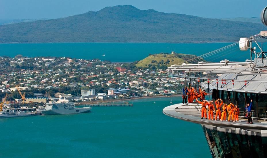 Com 328 metros de altura, o Sky Tower é o edifício mais facilmente reconhecível no horizonte de Auckland