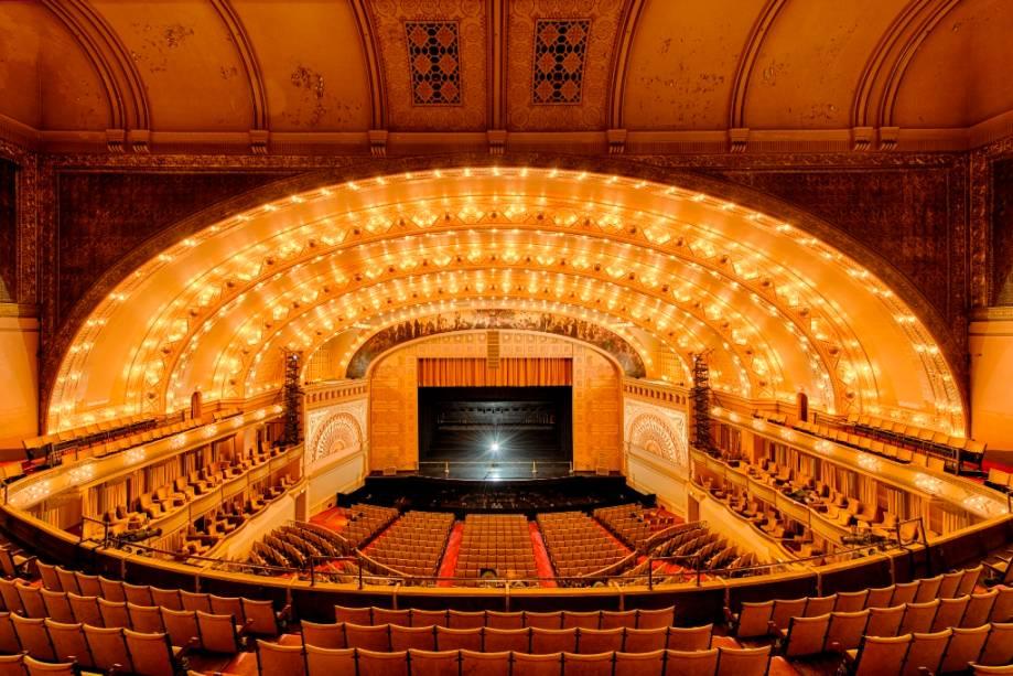 O Auditorium Theatre é uma das atrações culturais mais interessantes da cidade de Chicago. Por aqui, há apresentações de dança e shows diversos. Em seus palcos, já passaram nomes como Janis Joplin, Jimi Hendrix e The Who