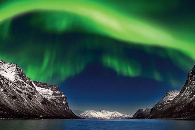 aurora-boreal-nos-ceus-de-tromso-na-noruega.jpeg