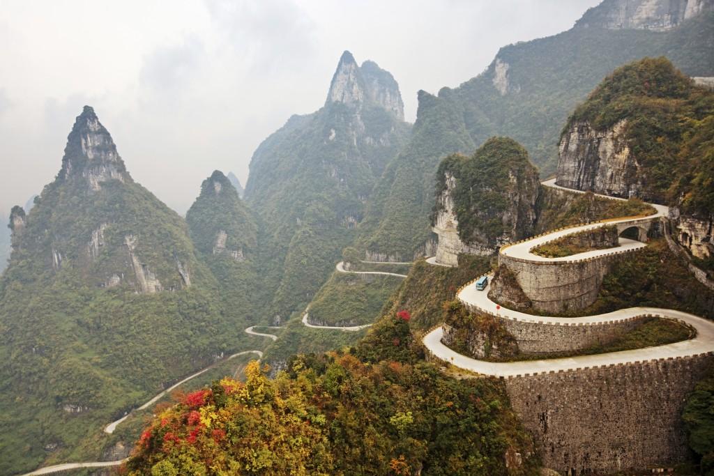A Avenida Tongtian arranca suspiros de tão linda, mas é uma das estradas mais perigosas do mundo (foto: iStock/rusm)