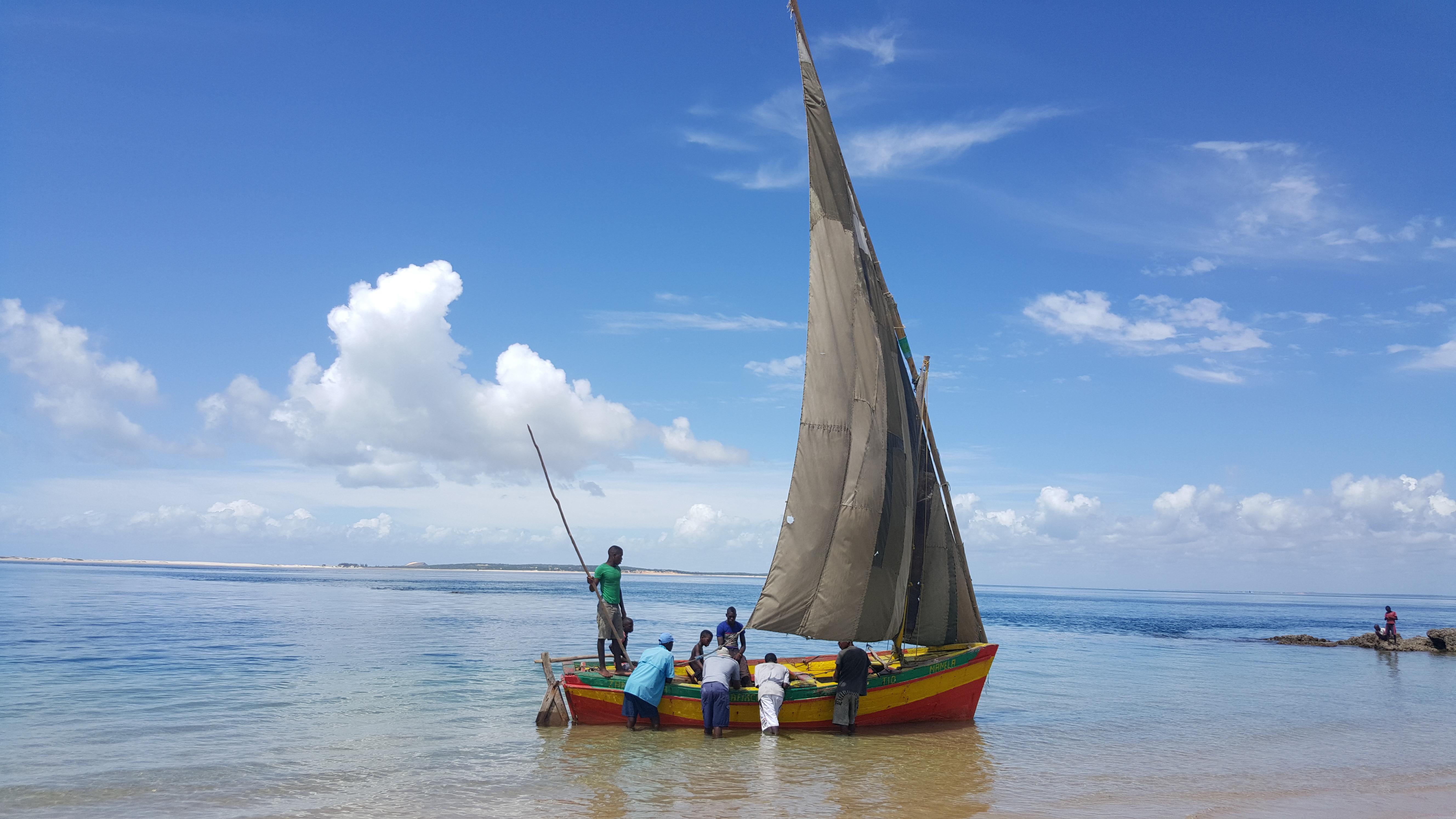 Para completar, esse barco (um dhow tradicional de pescadores) praticamente implorando para ser fotografado