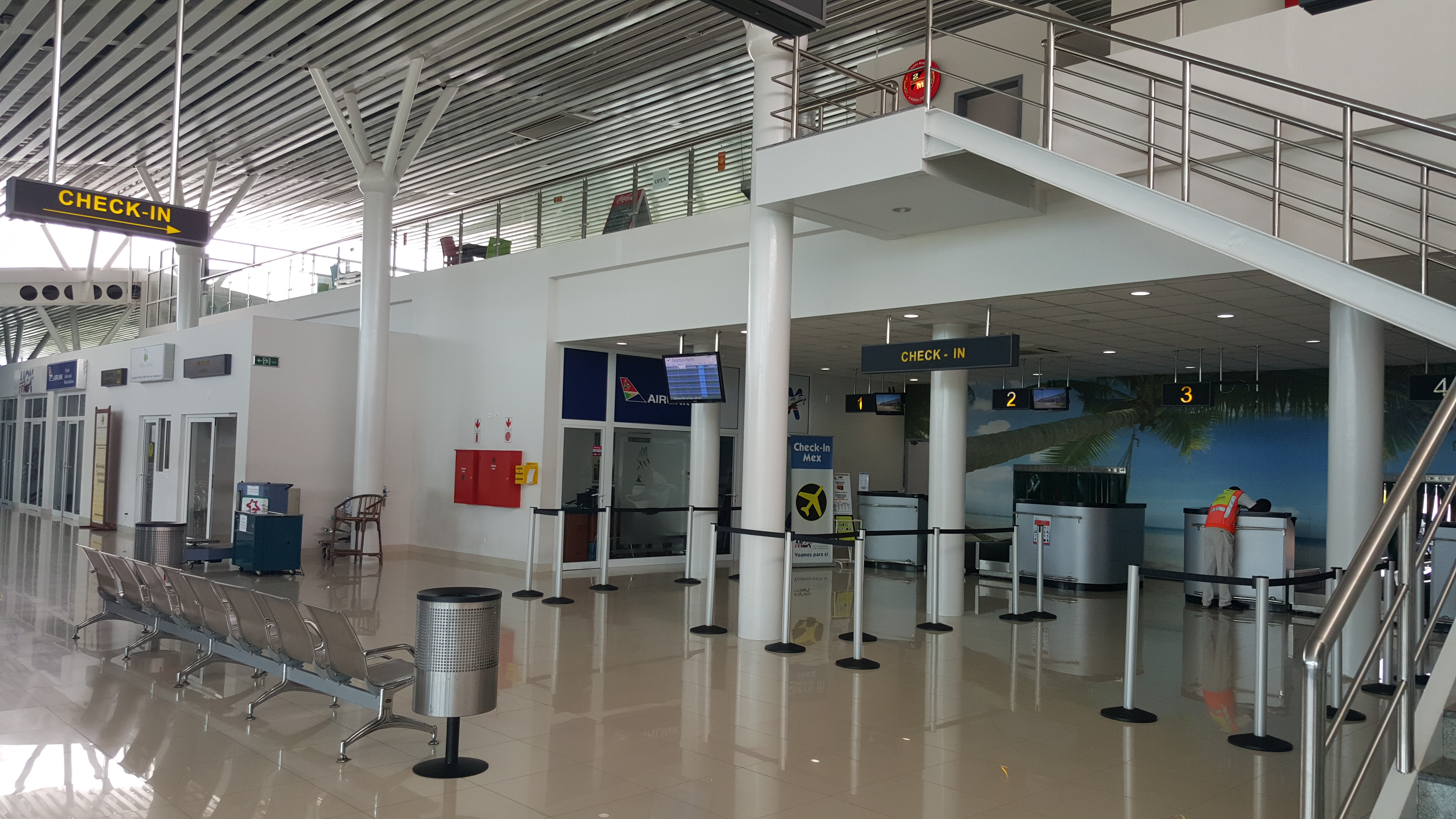 Surpresa boa: o aeroporto de Vilanculos, de onde partem os helicópteros da XXXXX, é novinho em folha e bem organizado