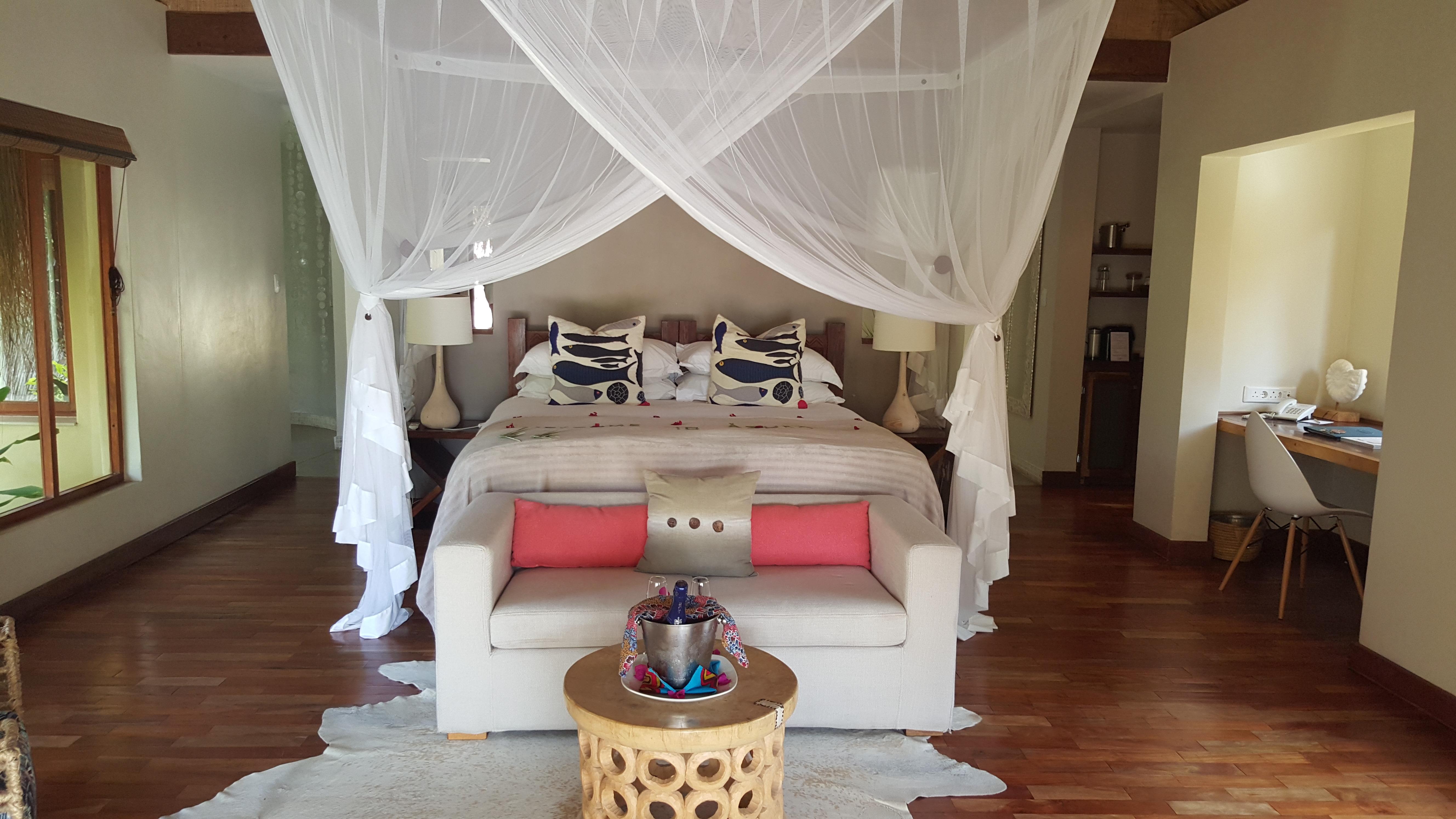 O aconchego da suíte, com cama king size forrada de lençóis de algodão egípcio