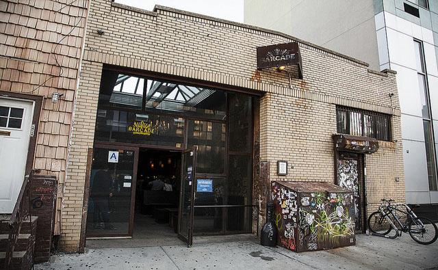 Fachada do Barcade - Para quem realmente gosta de bares underground