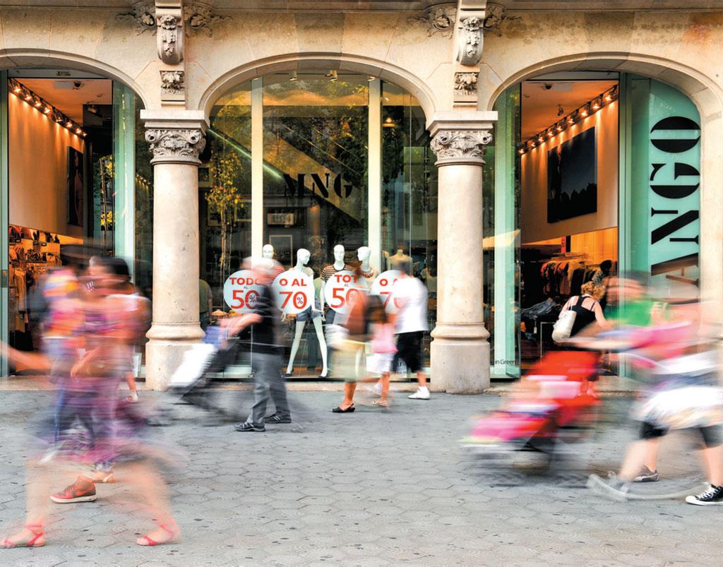 As vitrines sempre tentadoras da Mango, em Barcelona, Espanha
