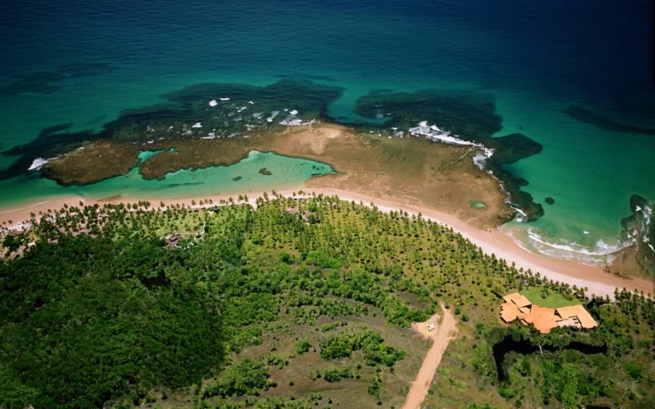 Com mar azul-claro, areia dourada e coqueiros a perder de vista, a Praia de Taipú de Fora, em Barra Grande (BA), é a praia mais bonita da Península de Maraú