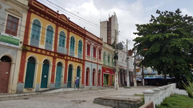 Caserio no centro da cidade