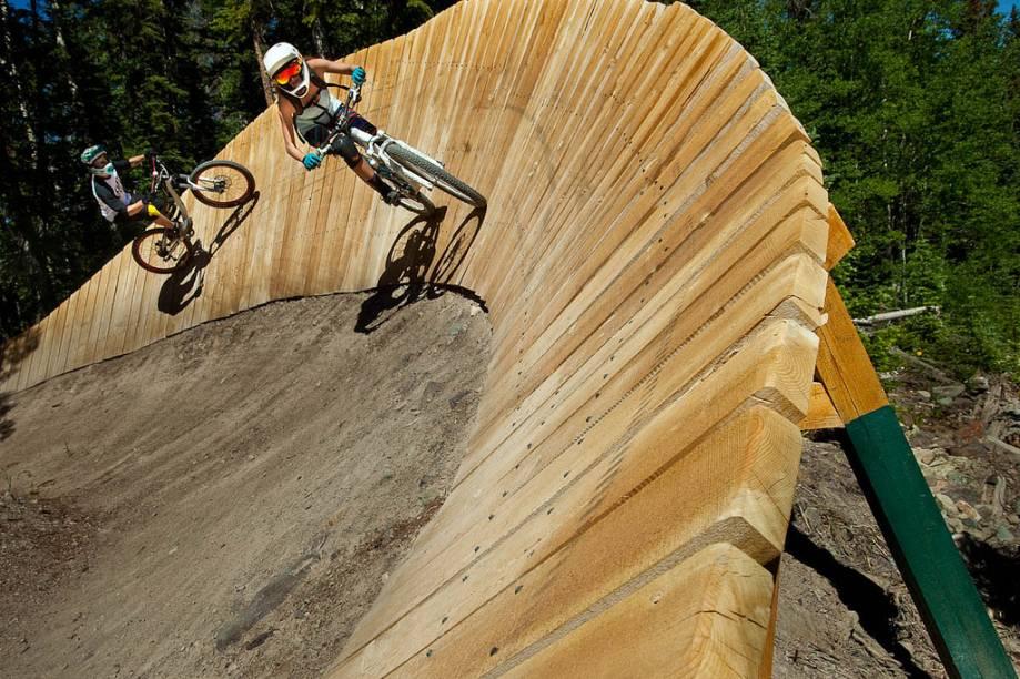 Opening Day da temporada de mountain-bike em Snowmass. Durante o verão, é comum ver turistas praticando o esporte