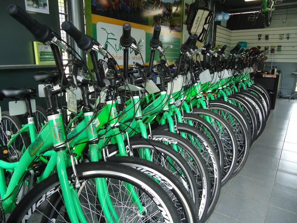 Que tal alugar uma bike para conhecer Curitiba? (Foto: Família Nômade)