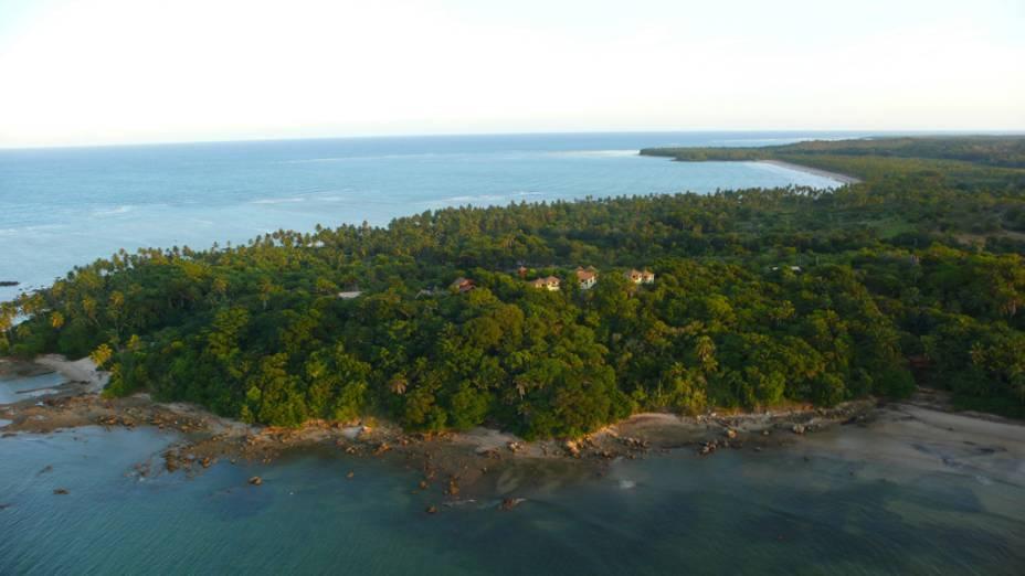 A Pousada Mangabeiras, localizada na Boca da Barra, está cercada de verde e árvores como dendezeiros, cajueiros, araçás e, é claro, mangabeira