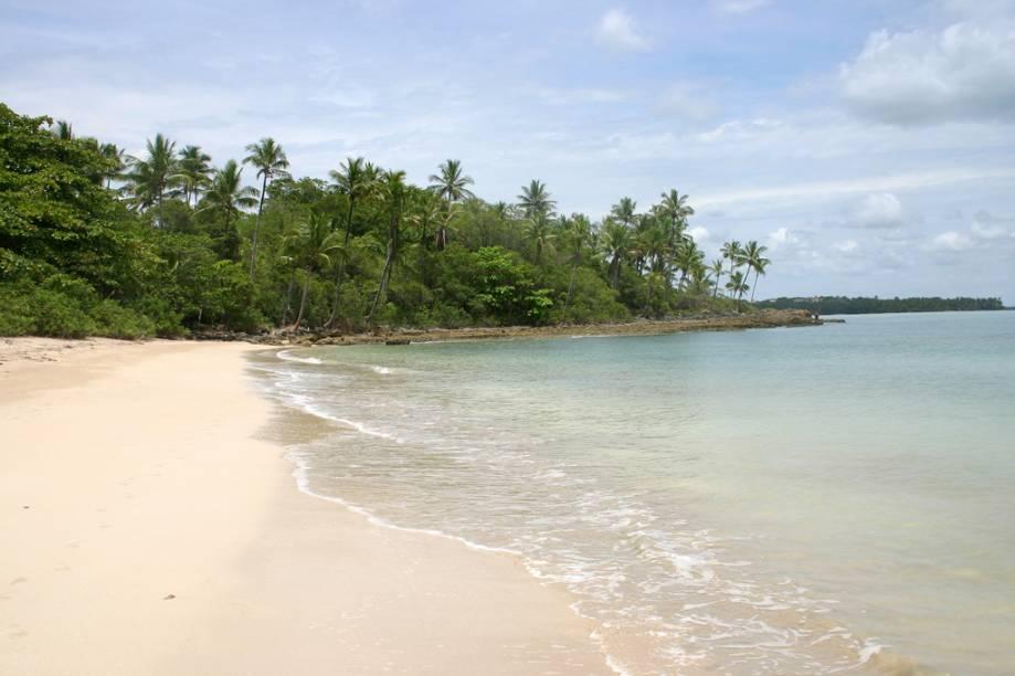 A maré na Praia de Morerê prega peças nos visitantes, de uma hora para outra encalha alguns barcos e forma piscinas naturais cheias de vida marinha