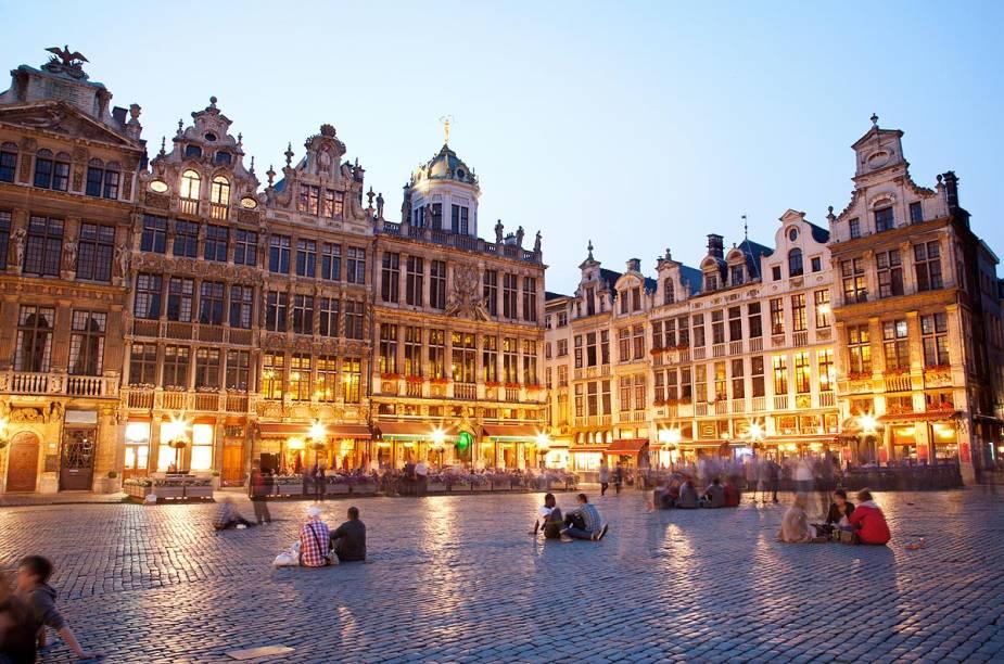 A praça principal da capital da Bélgica fica ainda mais acolhedora ao entardecer
