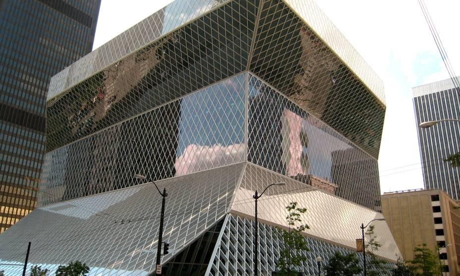 A Biblioteca Pública de Seattle, nos EUA, tem arquitetura moderna e salas interativas
