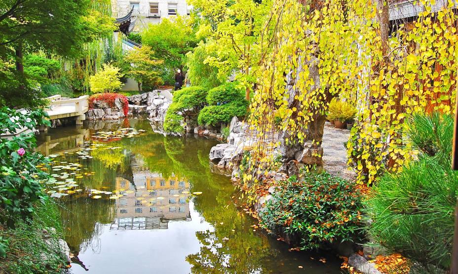 O lindo Lan Su Chinese Garden de Portland, USA