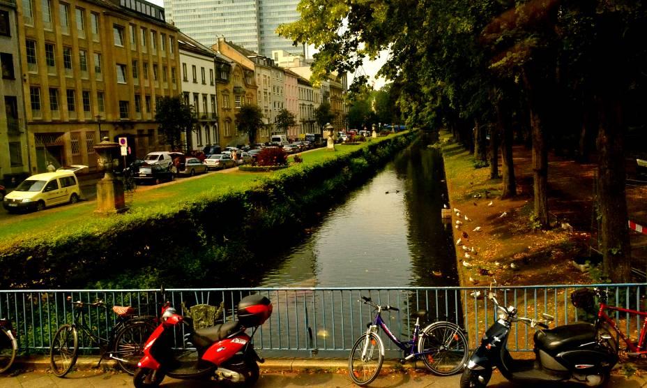 Em meio ao clima de cidade grande, Düsseldorf, na Alemanha, reserva surpresas mais tranquilas