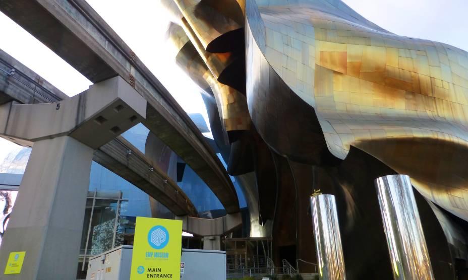 O moderno EMP Museum de Seattle, EUA, reúne arte, cultura pop e ficção científica