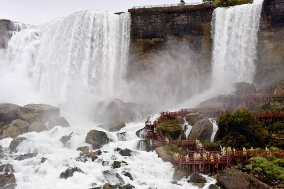 O passeioJourney Behind the Falls fará você se sentir como num desenho do Pica-Pau: eeeeeehhhhh!