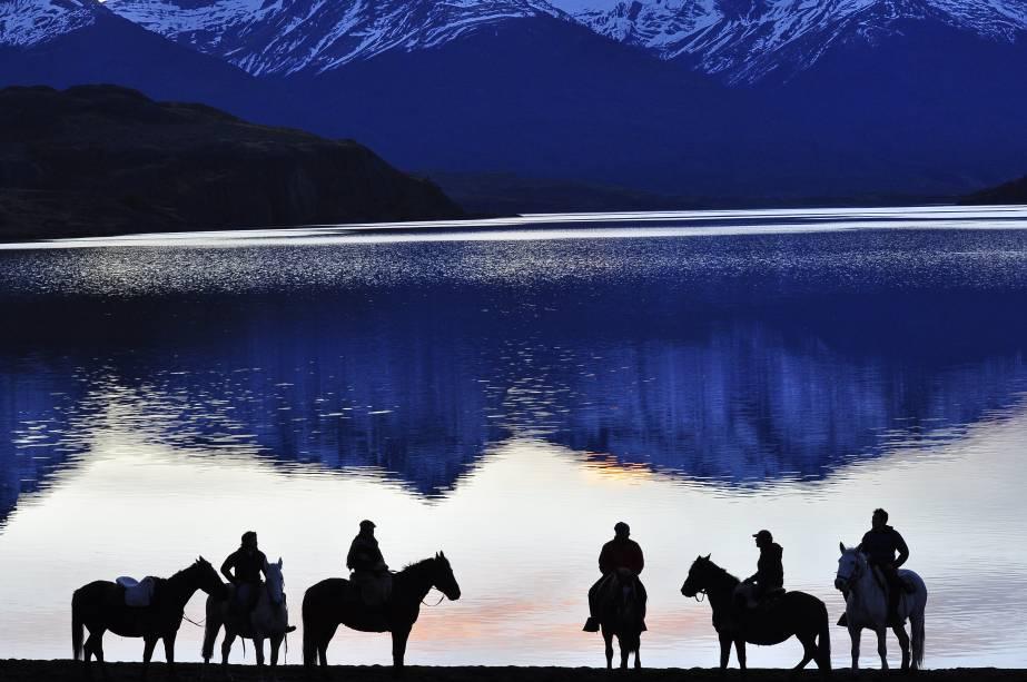 Cavalgada na Laguna Sofia, na Patagônia Chilena