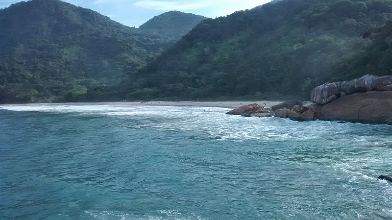 Cachadaço, em Trindade: 15 minutos de caminhada, praia sussa e uma piscina natural deslumbrante (foto: Rafael dos Santos Veríssimo/Wikimedia Commons)