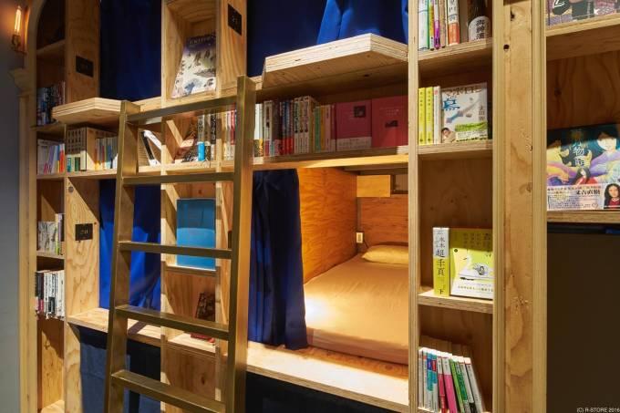 cama-cortina-book-and-bed-hostel