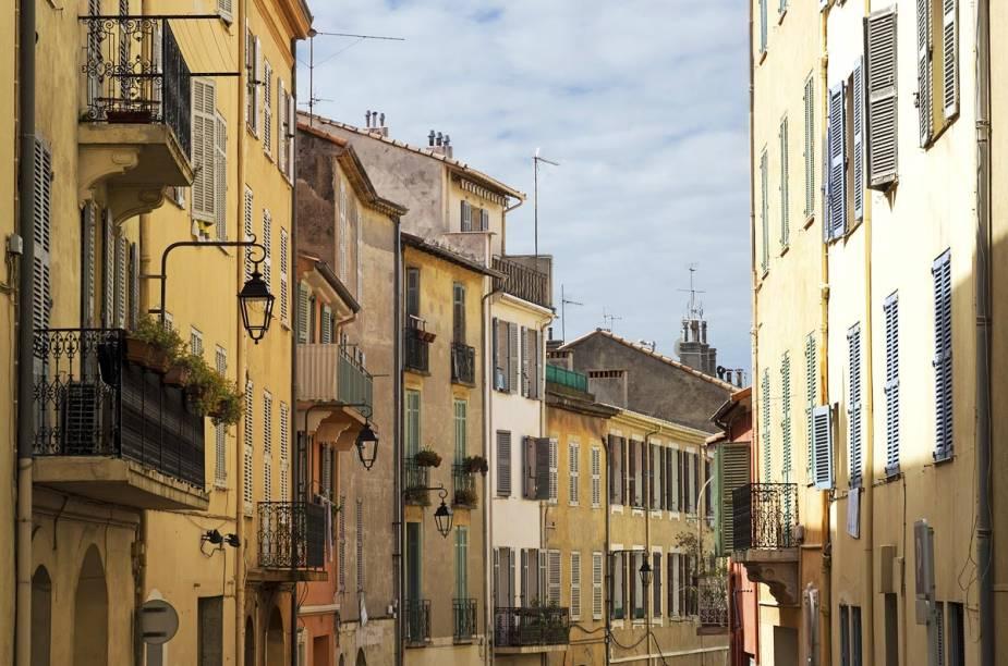 Le Suquet, o Centro Histórico de Cannes, fica em torno de um castelo medieval