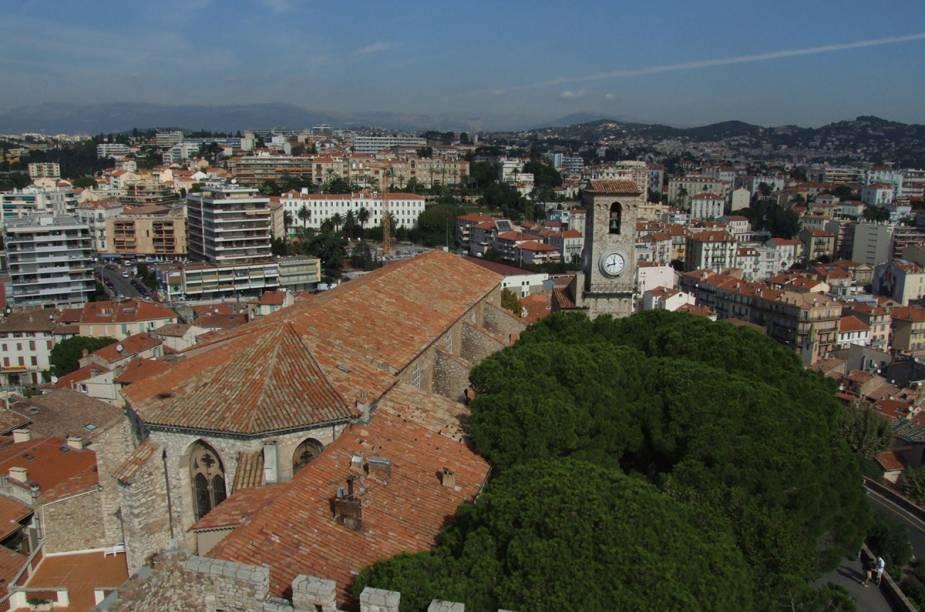 O centrinho antigo de Cannes, Suquet, rodeia um castelo medieval. Tudo na área cai de charme