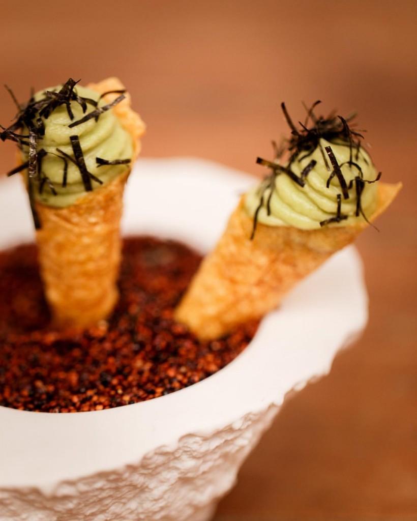 Canudo de milho com tartar de atum e avocado do Maní / Divulgação