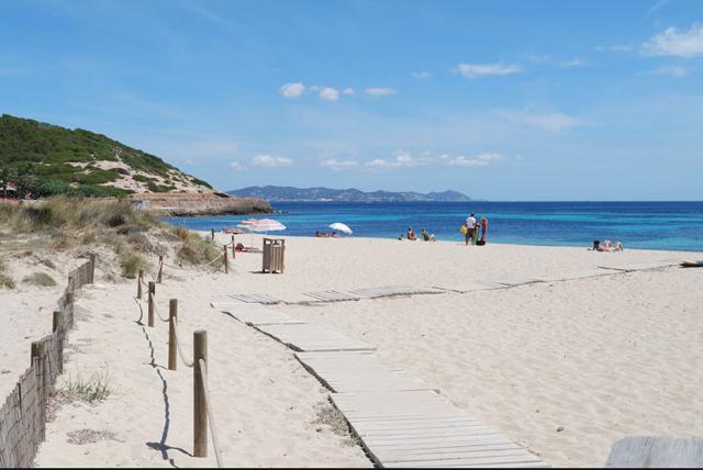 A praia de Es Cavallet, em Ibiza